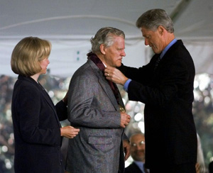Doc Watson receiving the National Medal of the Arts from President Clinton in 1997
